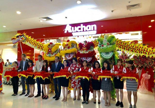 Auchan Crescent Mall hypermarket. (Photo: Khanh Chi)