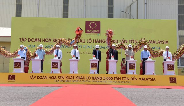 Hoa Sen Group marks export of  5,000 tons of galvanized steel coil to Malaysia (Photo: Hoa Sen Group)