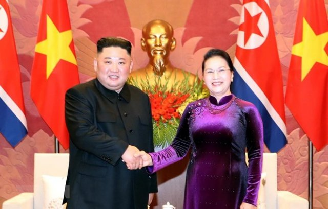 National Assembly Chairwoman Nguyen Thi Kim Ngan (R) met with Chairman Kim on March 1 (Photo: VNA)