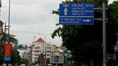 Bilingual street signs installed in Ha Long