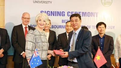 RMIT & VNU-Hanoi sign cooperative MoU