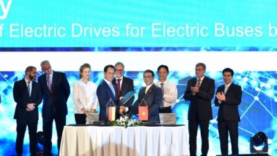 VinFast working with Siemens to produce electric buses