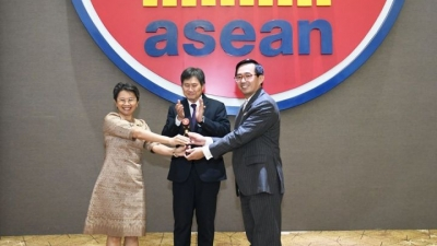 Vietnam takes over ASEAN Chairmanship