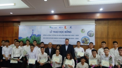AES-VCM Future Energy Scholarships presented to electricity students