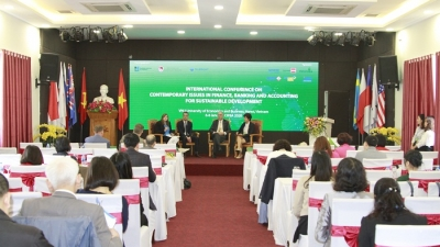 Experts discuss finance, banking and accounting