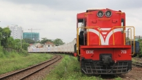Hanoi Railway introduces online 'home-to-home'...
