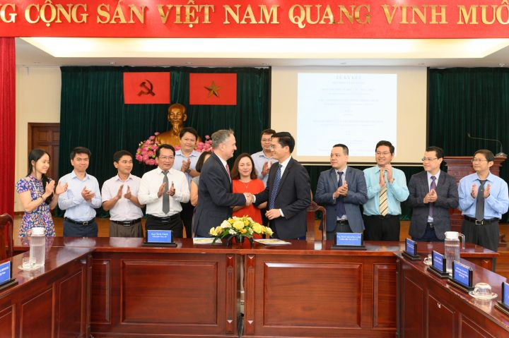 Visa & HCMC Department of Transportation sign MoU