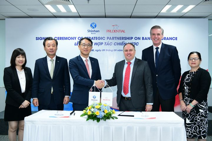 Prudential Vietnam & Shinhan Bank establish bancassurance partnership