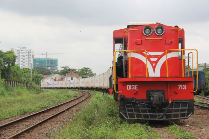 Hanoi Railway introduces online 'home-to-home' shipping